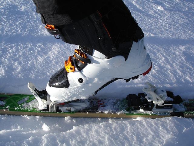 touring-skis-262026_640